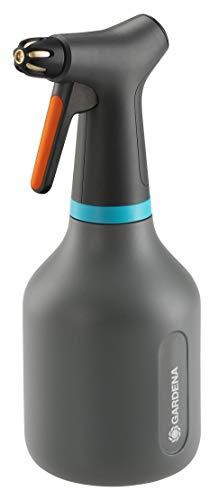 Rociador bomba 0,75 l GARDENA: rociador bomba función 360°, boquilla latón ajustable chorro completo niebla pulv., gran abertura llenado, diseño translúcido (11110-20)