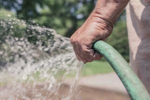Por qué es importante usar una manguera extensible